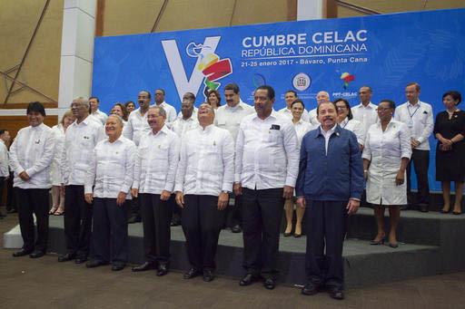 Presidentes y primeros ministros de países latinoamericanos y del Caribe en la foto oficial de la V Cimbre de los países de la Comunidad de Estados Latinoamericanos y del Caribe, en República d ...