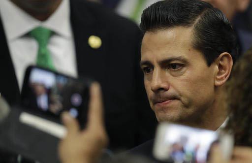 Foto de archivo, del 9 de noviembre del 2016, del presidente de México, Enrique Peña Nieto, quien tiene programada una visita a Estados Unidos el 31 de enero del 2017, pero el 25 de este mes se  ...