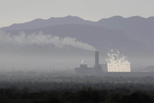 En esta foto de archivo, del 5 de enero del 2017 se ve una planta thermoelectrica en Villa de Reyes, San Luis Potosi, uno de los cuatro estados de Mexico donde se asientan varias fábricas automot ...