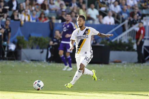 Giovani dos Santos, delantero del equipo Los Angeles Galaxy en la MLS (en foto de archivo Sept 11 - 2016), jugará con El Tri ante Islandia este miércoles 8 de febrero del 2017 en Las Vegas. (AP  ...