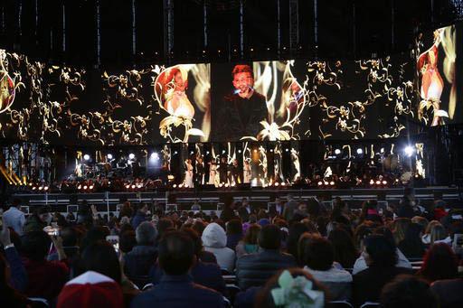El cantante español David Bisbal durante su actuación en Toluca, México, durante el homenaje al fallecido cantautor Juan Gabriel, el sábado 18 de febrero del 2017. El evento contó con varias  ...