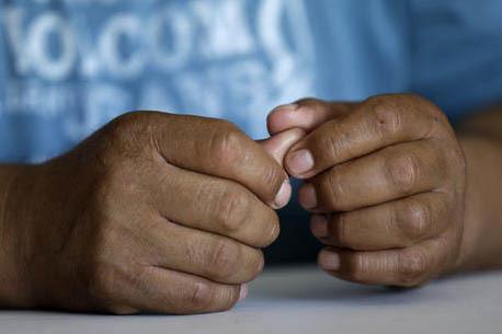 Foto de archivo, Sept. 8, 2016, de un inmigrante mexicano indocumentado que habló de manera anónima con un reportero de AP en North Carolina. El hombre llegó dos décadas atrás sin documentos; ...