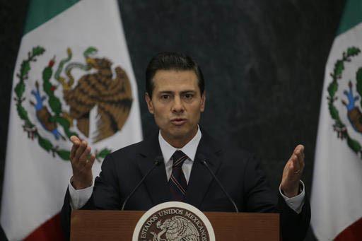 """El presidente de Mexico Enrique Peña Nieto habla durante una conferencia de prensa en la residencia presidencial de """"Los Pinos"""", el 4 de enero del 2017, en la Ciudad de México. Anunció el nombr ..."""