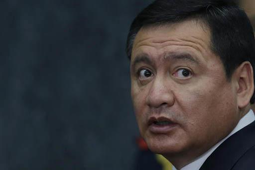 Miguel Angel Osorio Chong, secretario de Gobernación, de Mexico. (AP Photo/Marco Ugarte).