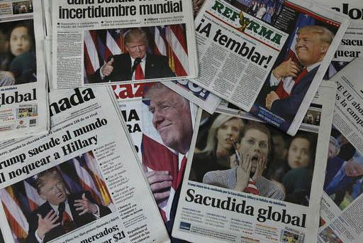 Foto de archivo del 9 de noviembre del 2016, muestra las primeras planas de periódicos mexicanos con el triunfo electoral de Donald Trump, en la Ciudad de México. (Archivo/AP Photo/Marco Ugarte).