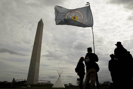 """Un grupo de indígenas en protesta por la construcción del oleoducto petrolero """"Dakota Acces"""", llegaron al National Mall en Washington DC, pusieron Tipis y planean manifestaciones y marchas duran ..."""
