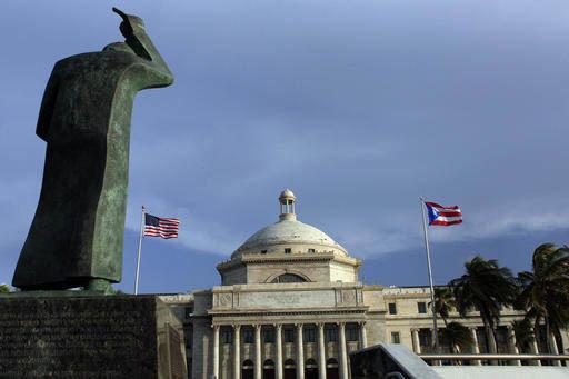 Foto de Archivo, Julio 29 del 2015. Al fondo el Capitolio y a la izquierda en primer plano la estatua en bronce de San Juan Bautista, en San Juan, Puerto Rico. El gobierno de la isla hará en 2017 ...