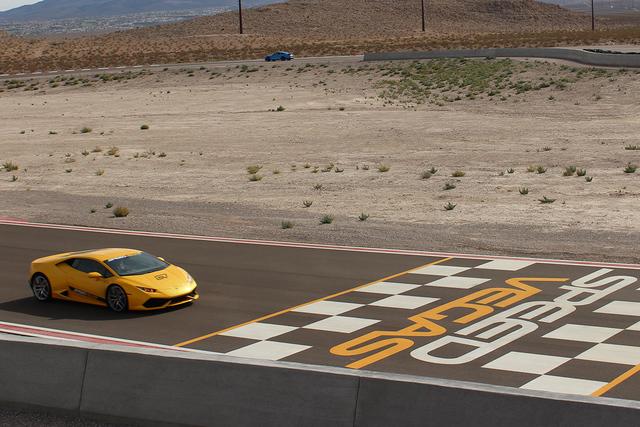 Speed Vegas es un autódromo donde puede conducir autos exóticos. | Foto El Tiempo/Cristian De la Rosa