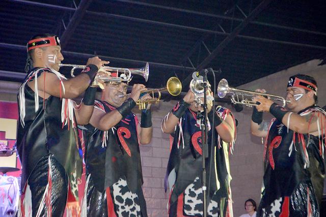 La tribu en una de sus magnas presentaciones en el Valle de las Vegas, el viernes 12 de agosto en el Broadacres Marketplace. Foto El Tiempo
