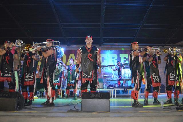 Sigue el triunfo de la Banda Cuisillos con sus rituales musicales