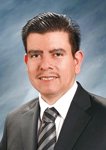 """""""Hay que seguir atrayendo más negocios e industrias a la cuidad para tener los trabajos y oportunidades de empleo adecuados para nuestros residentes"""": Isaac Barrón, vice-alcalde de North Las ..."""