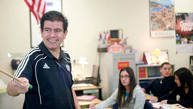 Isaac Barrón ha destacado como profesor de preparatoria, ahora como vice-alcalde busca seguir impulsando a los jóvenes hispanos para que puedan continuar con su preparación académica a nivel s ...
