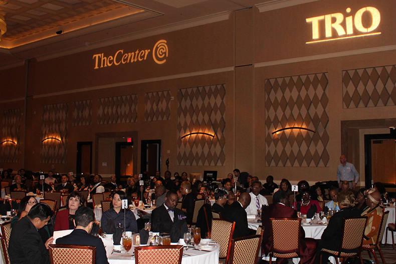 Durante la entrega gala anual de reconocimientos de The Center su sub director, Keith Rogers, destacó que busca mantener bien informada a la comunidad inmigrante sobre los derechos de acceso a la ...