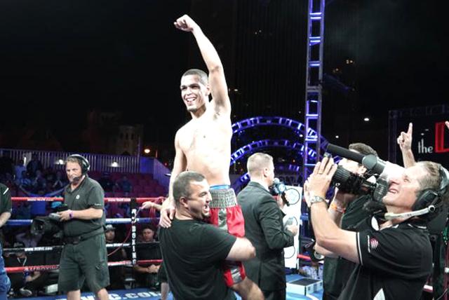 Erik 'El Trumpo' Ruíz celebró el triunfo obtenido ante Hanzel Martínez, en una pelea donde originalmente no sería él quien estelarizara la cartelera de la noche. Viernes 30 de septiembre  ...