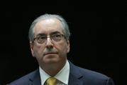 Eduardo Cunha, ex presidente de la Cámara de Diputados de Brasil es acusado de corrupción y lavado de dinero por su papel en negociar contratos para buques de perforación; dicen que recibió pa ...