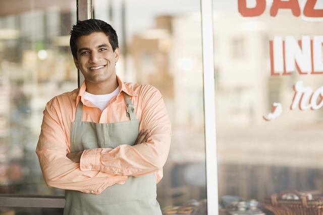 Las Cámaras de Comercio locales exponen opciones para convertirse en microempresario.