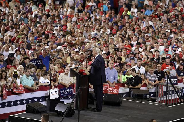 Donald Trump, candidato republicano a la presidencia, habla el martes 27 de septiembre del 2016 en Melbourne, Fla. (AP Photo/John Locher).