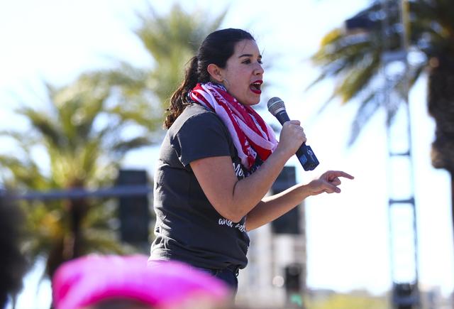 Yvanna Cancela, entonces senadora estatal electa, habla el 21 de enero del 2017 durante una manifestación frente al edificio federal Lloyd George en Las Vegas. (Chase Stevens/Las Vegas Review-Jou ...