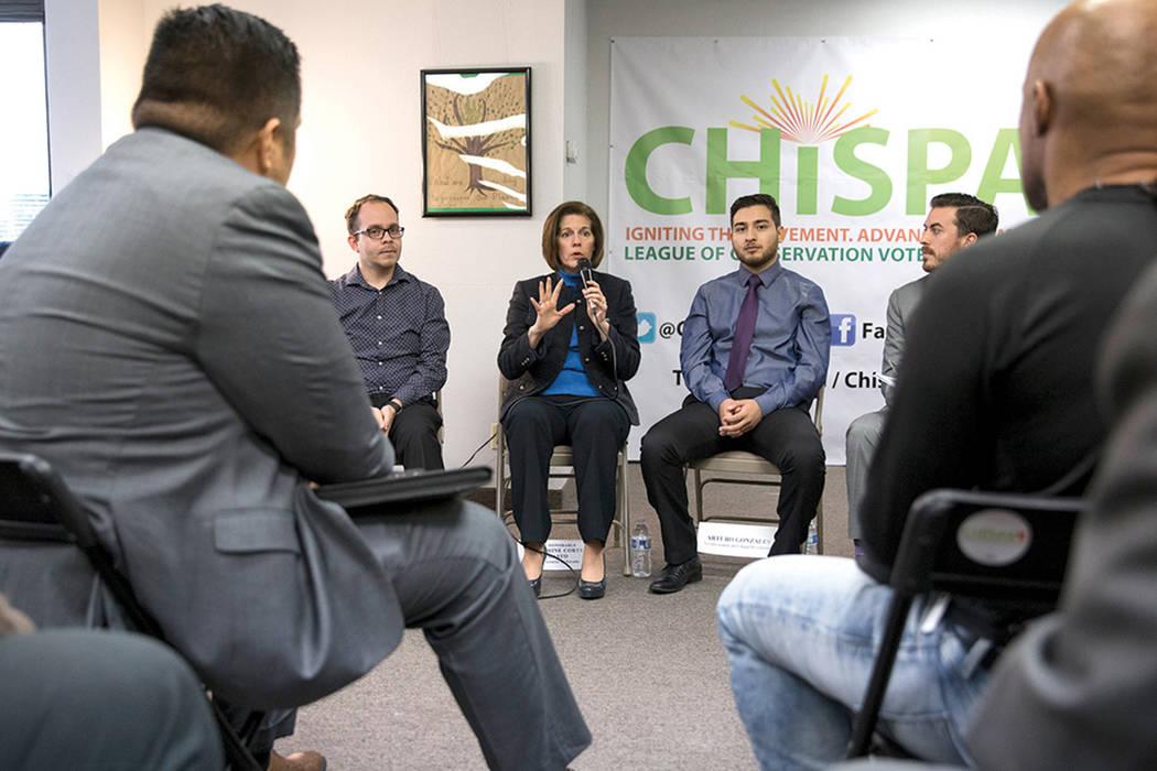 La senadora federal por Nevada, Catherine Cortez Masto, habla durante un panel de discusión organizado por Chispa Nevada, el jueves 23 de febrero de 2017 en Las Vegas. (Erik Verduzco/Las Vegas Re ...