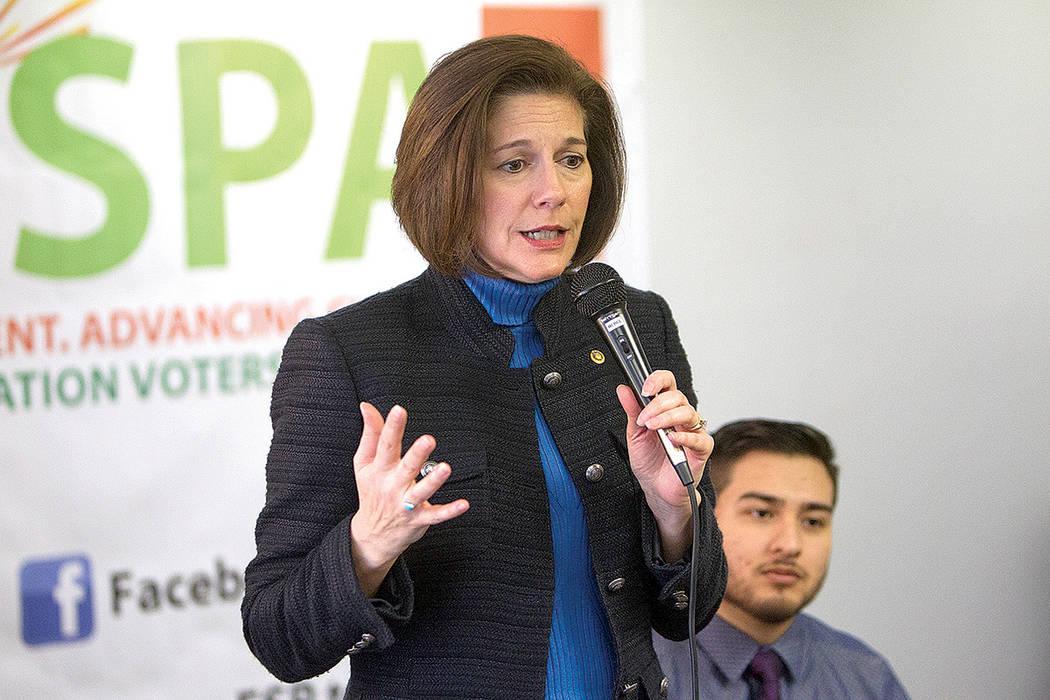 La senadora federal por Nevada, Catherine Cortez Masto, habla durante un panel de discusión organizado por Chispa Nevada, el jueves 23 de febrero de 2017 en Las Vegas. (Erik Verduzco / Las Vegas  ...