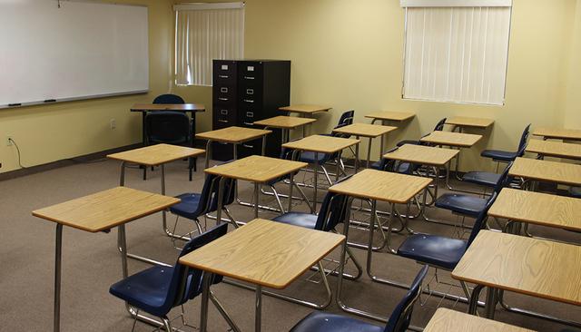 Los salones de clase de NSHS se localizan en la planta alta de la CCL. El Tiempo