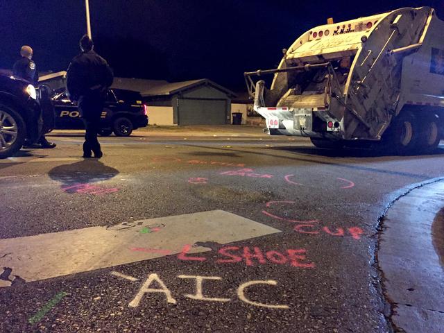 Marcas en el suelo hechas por la Policia muestran indicios del accidente donde una niña perdió la vida atropellada por un camión de la basura de Republic Services, el 8 de febrero del 2017 en l ...