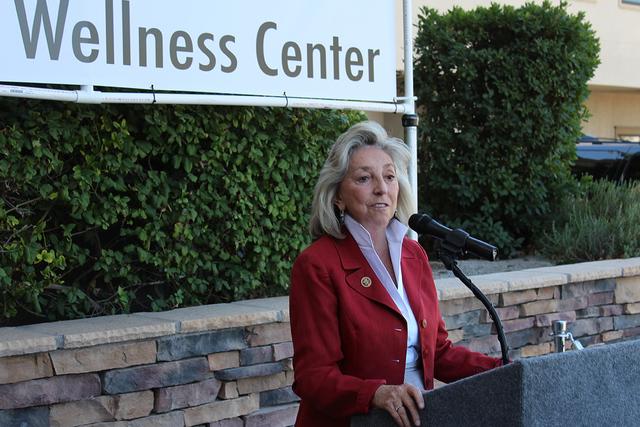La representante del Distrito 1, Dina Titus afirmó que esa zona de su distrito está necesitada de servicios médicos a bajo costo, martes 16 de agosto de 2016. Foto El Tiempo