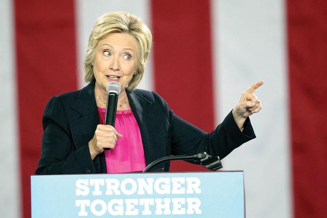 La candidata demócrata Hillary Clinton habla en la Universidad del Sur de Florida en Tampa, Florida, 6 de septiembre de 2016. (Monica Herndon/Tampa Bay Times via AP)