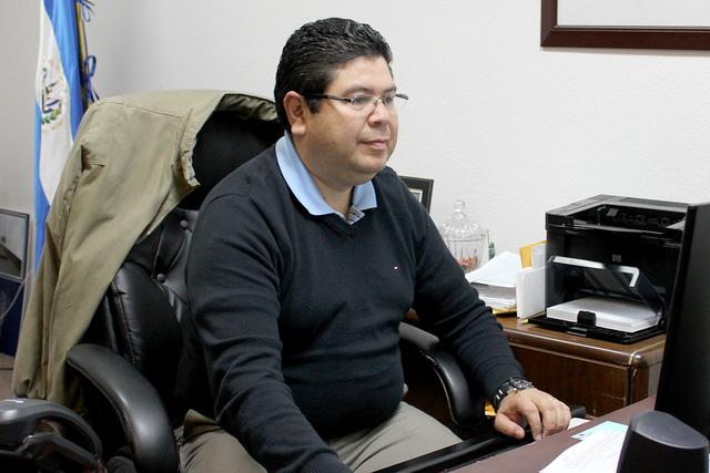 Consul Tirso Sermeño cumplió 7 años al frente del consulado salvadoreño. Foto El Tiempo