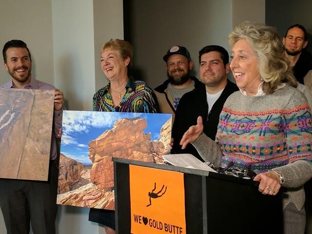 La congresista Dina Titus ofreció  una conferencia de prensa luego que el presidente Obama declaró como Monumento Nacional a la región Gold Butte, de Nevada. (Colton Lochhead/Las Vegas Review-J ...
