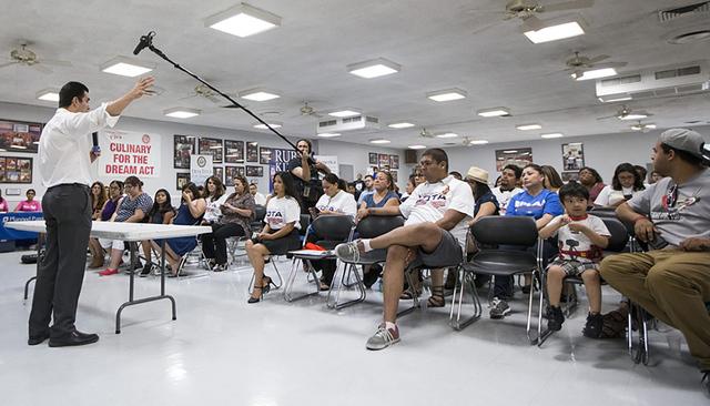 Rubén Kihuen candidato demócrata para el Distrito 4 del Congreso, habla durante una conferencia de prensa sobre inmigración en la Unión Culinaria el jueves 23 de junio, 2016 en Las Vegas. Erik ...
