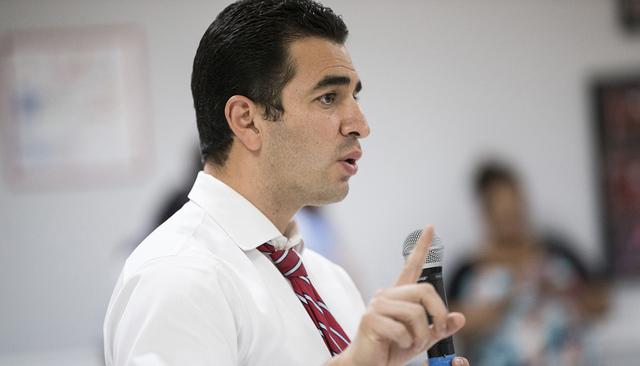 El senador demócrata, Rubén Kihuen, habla durante una conferencia sobre la decisión de la Corte Suprema en relación a DACA y DAPA, el jueves 23 de junio de 2016  en la sede de la Unión Culina ...