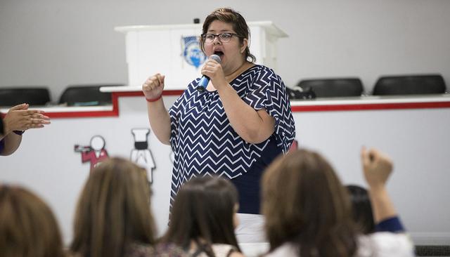 Jocelyn Sida, directora estatal de Mi Familia Vota, durante una conferencia sobre las acciones diferidas DACA y DAPA, el jueves 23 de junio de 2016 en la sede de la Unión Culinaria en Las Vegas.  ...