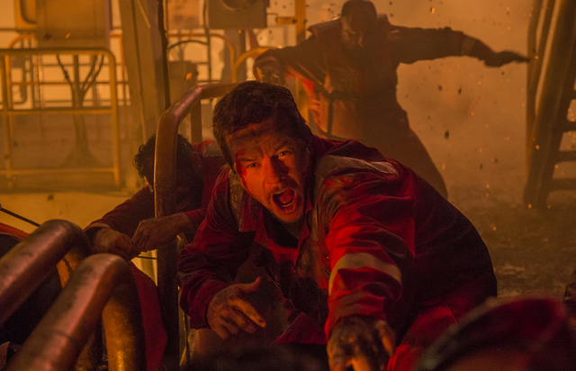 Mark Wahlberg, en el papel de 'Mike Williams' en la nueva película DEEPWATER HORIZON. (Foto / David Lee).