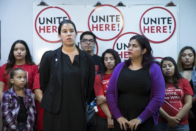 Yvanna Cancela, izquierda, fue seleccioanda de manera unánime por los comisionados del Condado de Clark para ocupar el cargo en el senado estatal, distrito 10, que dejó vacante Rubén Kihuen lue ...