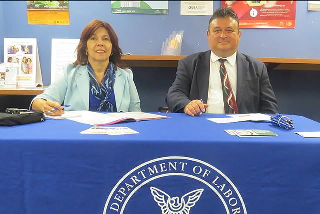LABORAL 1: En representació del Departamento del Trabajo estuvieron presentes Alba Jarret y Gaspar Montañez, quienes informaron a la gente sobre sus derechos y obligaciones como trabajadores, du ...
