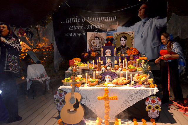 Altar en homenaje al cantante fallecido Juan Gabriel. Foto El Tiempo.