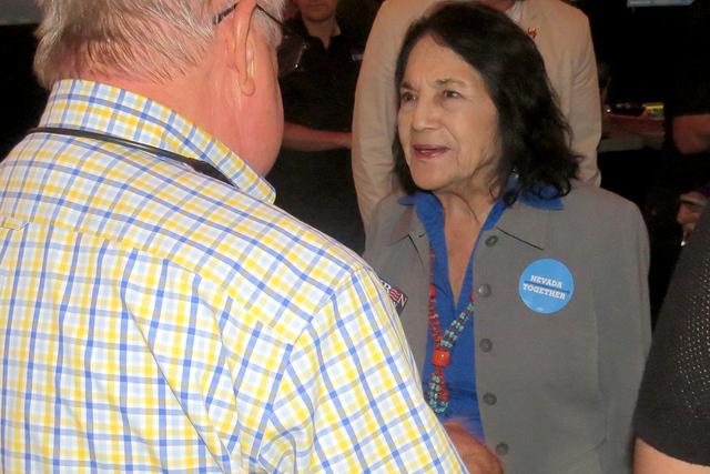 La activista Dolores Huerta reconoció la importancia de incentivar a la comunidad hispana para salir a votar el próximo 8 de noviembre, ya que considera que el voto latino podría definir la ele ...