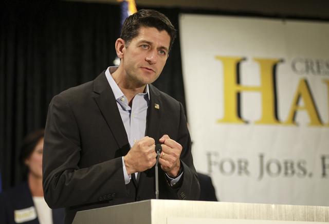 Paul Ryan, el líder de la Cámara de Representantes, dijo el martes 1 de noviembre  dijo que votó por Trump, pero no hizo campaña por él. Ryan aparece en esta foto durante su visita a North La ...
