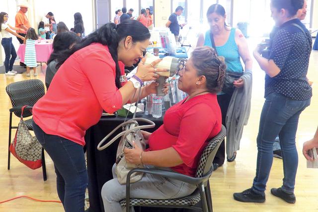 Decenas de personas asistieron a la 'Feria de Salud y Bienestar', evento que contó con la participación de distintas organizaciones e instituciones locales. Sábado 1 de octubre en el Centro ...