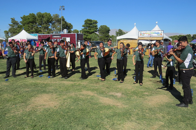 El Mariachi Oro de Rancho deleitó a los presentes con excelsas interpretaciones de la música regional mexicana. Sábado 5 de noviembre en el parque Craig. Foto El Tiempo