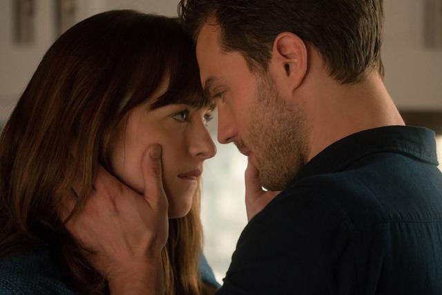 ¿Será capaz Anastasia de escapar de la influencia y del recuerdo del tacto de Christian? Nueva historia. Nuevas reglas.