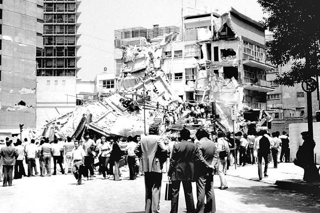 La mañana del jueves 19 de Septiembre de 1985 la Ciudad de México despertó con un terremoto de 8.1 grados Richter, el cual causo un enorme dolor entre la población que hasta la fecha sigue pre ...