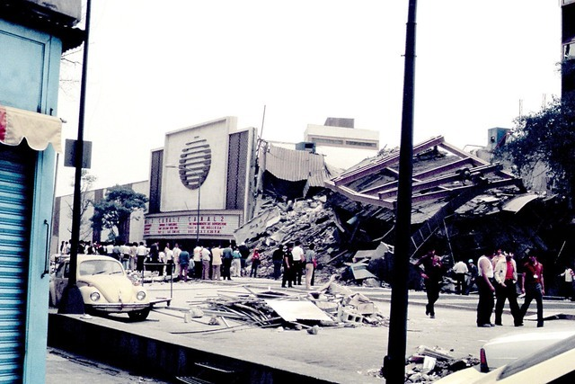 La mañana del jueves 19 de Septiembre de 1985 la Ciudad de México despertó con un terremoto de 8.1 grados Richter, el cual causó un enorme dolor entre la población que hasta la fecha sigue pr ...