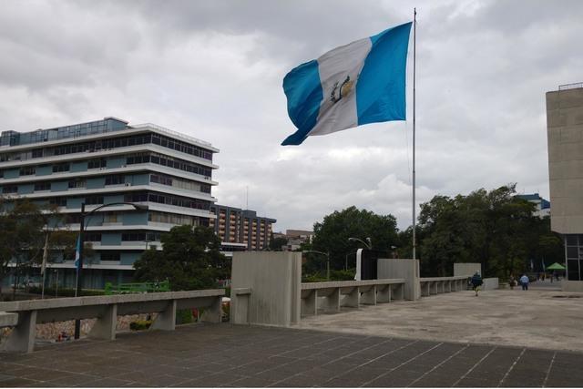 La bandera guatemalteca, en Ciudad de Guatemala, a finales de julio pasado. (FOTO / NOTIMEX/PABLO PALOMO REYNA).