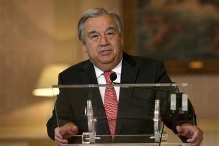 El recién nombrado secretario general de la ONU, Antonio Guterres, lee un comunicado desde la cancillería de Portugal, el 6 de octubre de 2016, momentos después de que se realizó la elección  ...