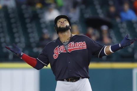 Carlos Santana, de los Cleveland Indians reacciona a un hitting a one-run doble contra los Detroit Tigers, en el primer inning del juego el 28 de septiembre del 2016, en Detroit. (AP Photo/Paul Sa ...
