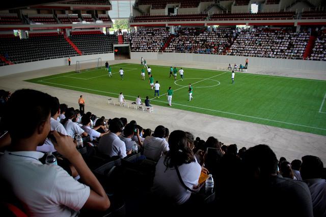 Autoridades estatales y municipales en Cancun, Quitana Roo, inauguraron el miércoles 14 el Auditorio del Bienestar con un partido de fútbol entre veteranos de los equipos Cruz Azul y del Améric ...