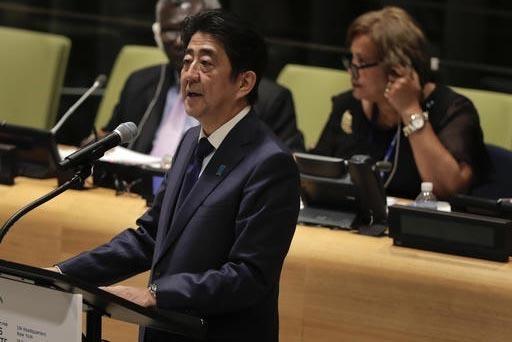 El primer ministro de Japón,  Shinzo Abe, habla el lunes 19 en una reunión de la Naciones Unidas sobre refugiados y migrantes, en Nueva York. Abe tenía previsto visitar Cuba posteriormente. (AP ...