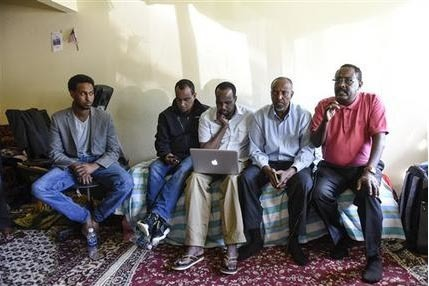Líderes somaliestadounidenses en una conferencia de prensa el domingo 18 de septiembre de 2016 en St. Cloud, Minnesota para hablar del incidente de apuñalamiento y tiroteo ocurrido el sábado en ...